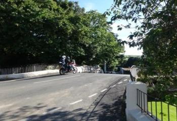 Balade moto sur l'île de Man, Zoom sur le Ballaugh Bridge !