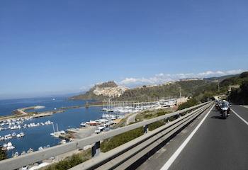 Voyage moto entre mer et montagne ? Pensez à la Sardaigne !