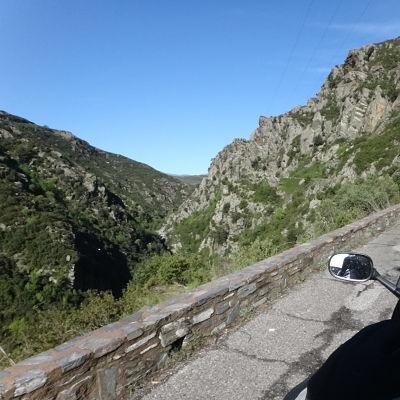 Route Corse avec rétro de moto