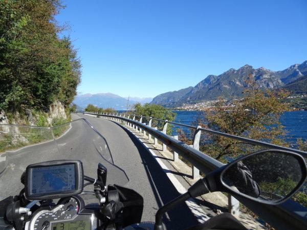 voyage moto au bord des lacs italiens