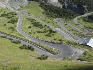 7-route-virage-moto-soleil