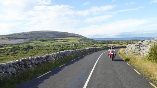 Balade moto dans le Burren