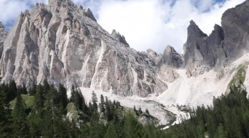 montagnes vues de la route des grandes alpes