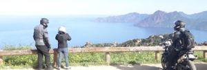 Arrêt moto en Corse