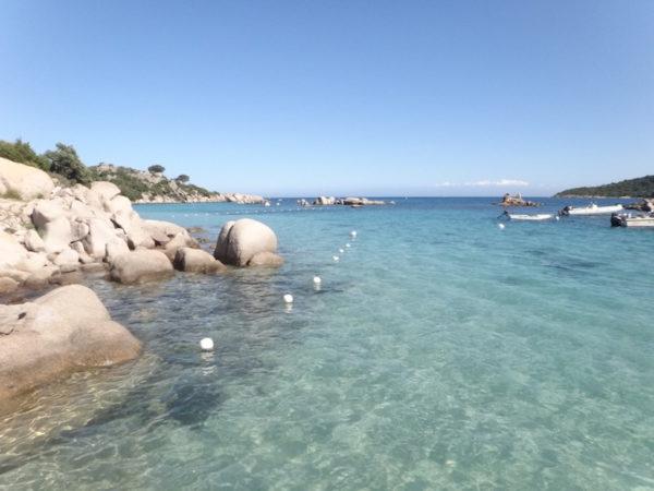 Plage confidentielle en Corse