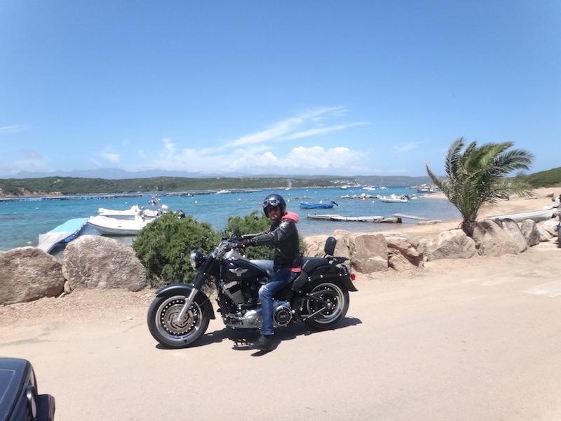 moto sur une plage en corse