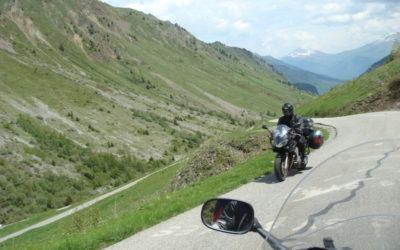 croisement de motards en montagne