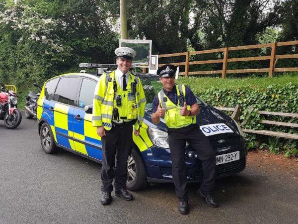 deux policiers sympathiques lors du TT