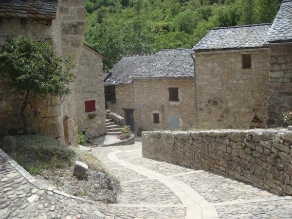 Gorges du Tarn à moto, village typique