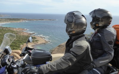 motards devant un paysage lors d'un voyage moto Corse et Sardaigne