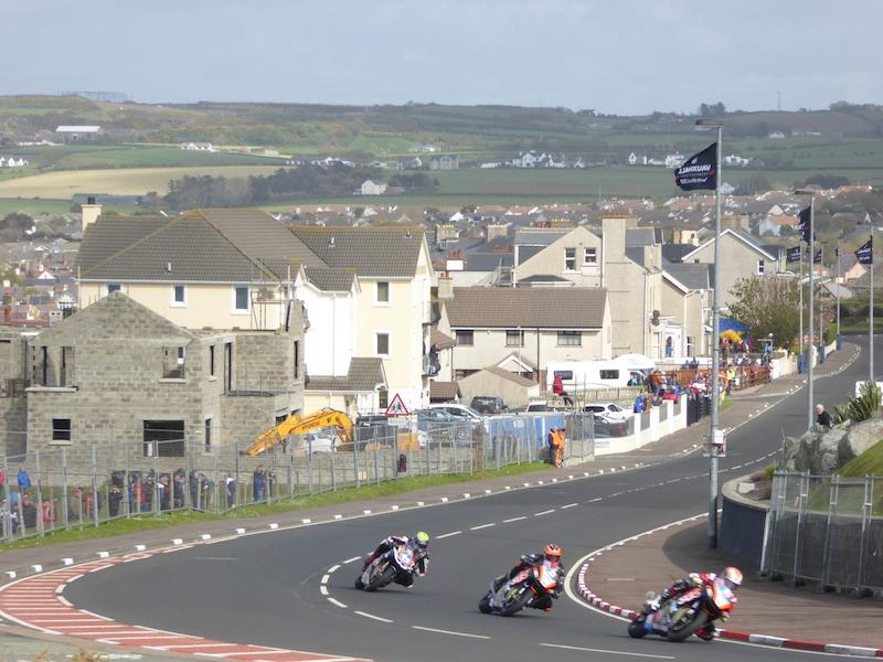 route de la côte à Portrush lors de la course moto North West 200