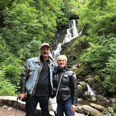 couple devant un paysage