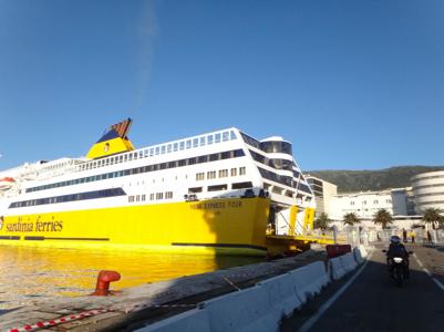 Partir avec sa moto, destination la Corse en Ferry