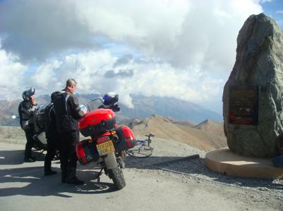 Balade moto en montagne au col de la Bonette avec Itinéraires évasion, organisateur de voyages en moto