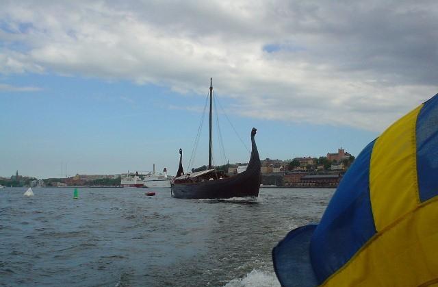 un drakar sur l'eau