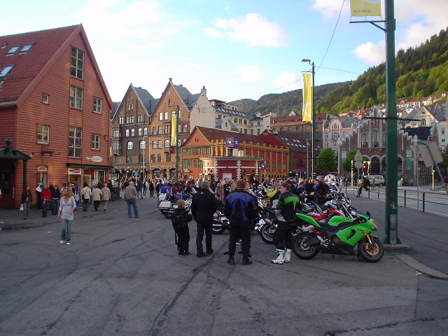 un groupe de motards en voyage