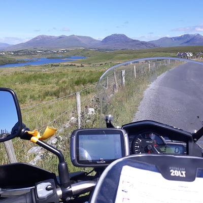 moto sur la route en Irlande