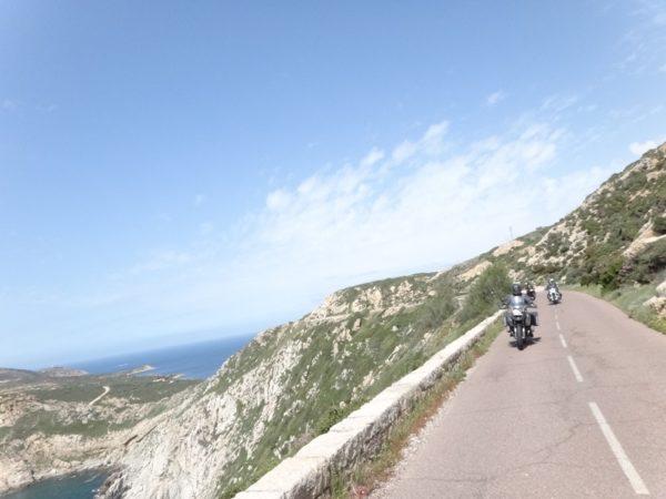 moto en bord de mer