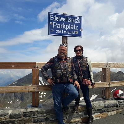 couple de motard à edelweisspitze parkplatz
