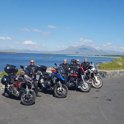Groupe de motards en Irlande