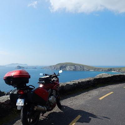 Moto sur un paysage irlandais