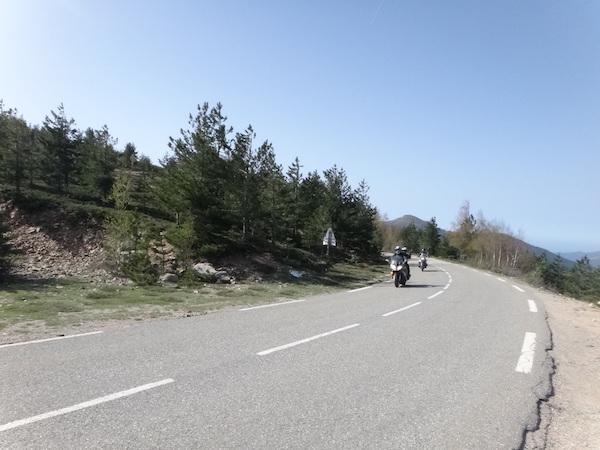 Route qui mène au col de Vergio en Corse