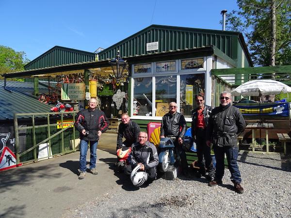devant le musee moto Peter Murrays motorcycle museum