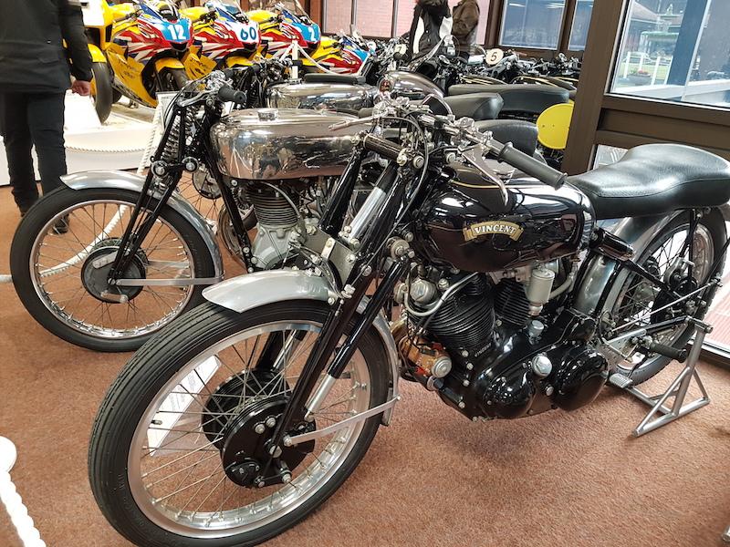 moto ancienne dans un musee moto en angleterre