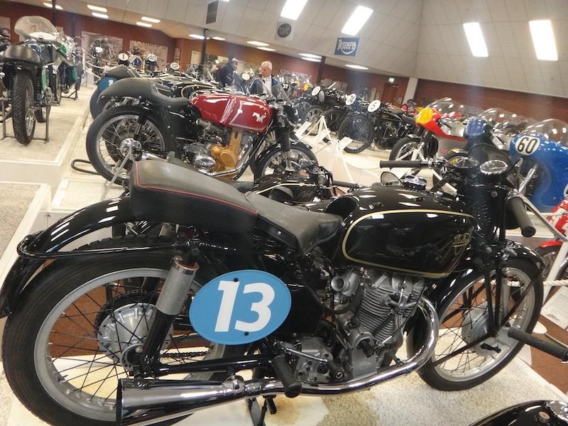 moto numero 13 dans un musee
