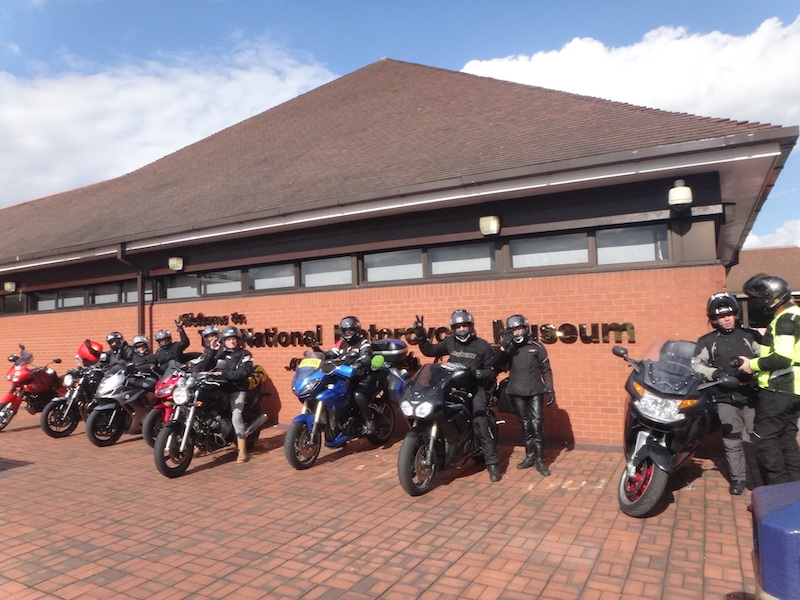 groupe moto devant le musee Birmingham