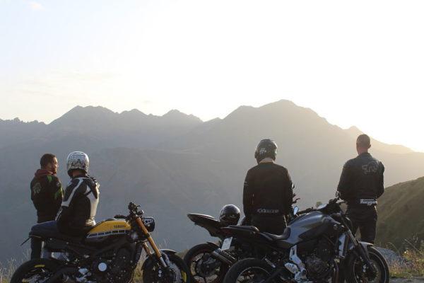 Groupe moto dans les pyrénées